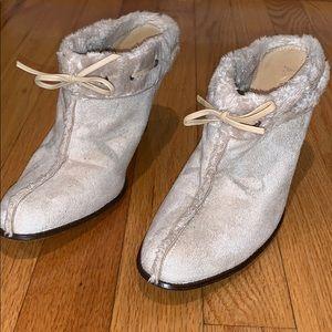 Slip on heeled shoes